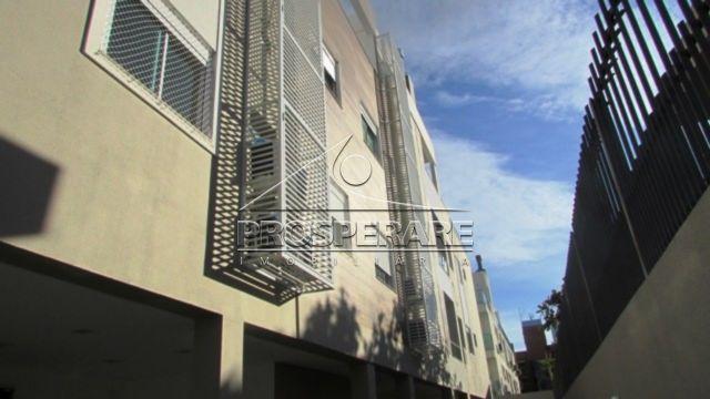 Acabamentos para instalação do Ar condicionado, janelas com persianas automatizadas, espera para águ