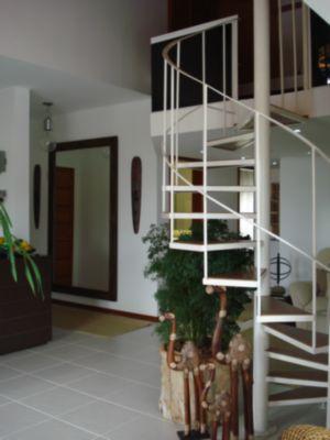 living e escadas de acesso ao mezanino